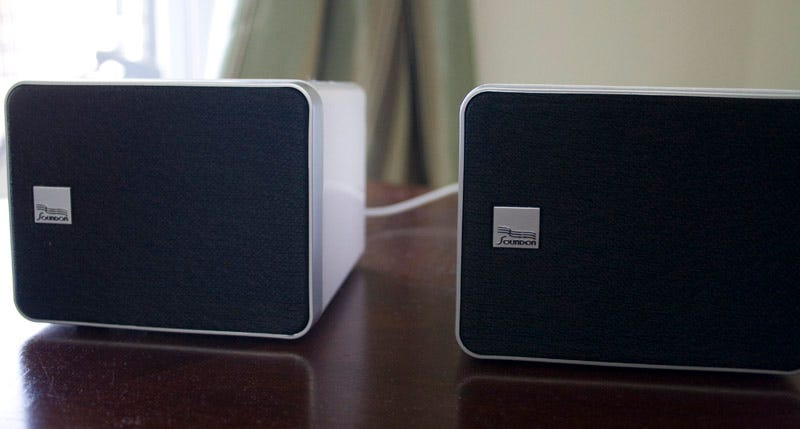 Illustration for article titled SoundOn Media-210 Wireless 2.1 Mac/PC Speakers Lightning Review