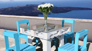 Illustration for article titled Make Beautiful Outdoor Dining Furniture Out of Wooden Pallets