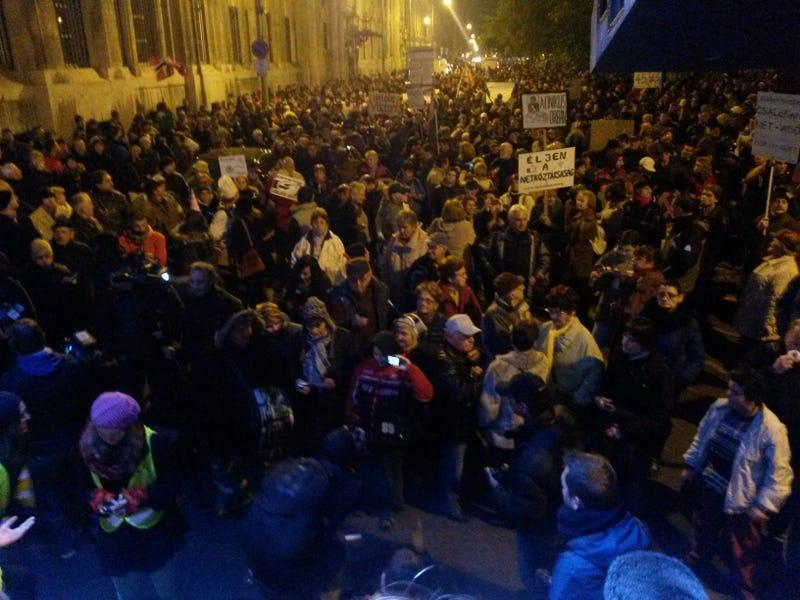 Illustration for article titled Pár kép a ma esti tüntetésről