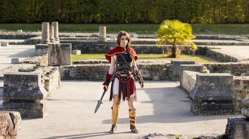 Illustration for article titled Assassin's Creed Odyssey Cosplay Is Looking Sharp