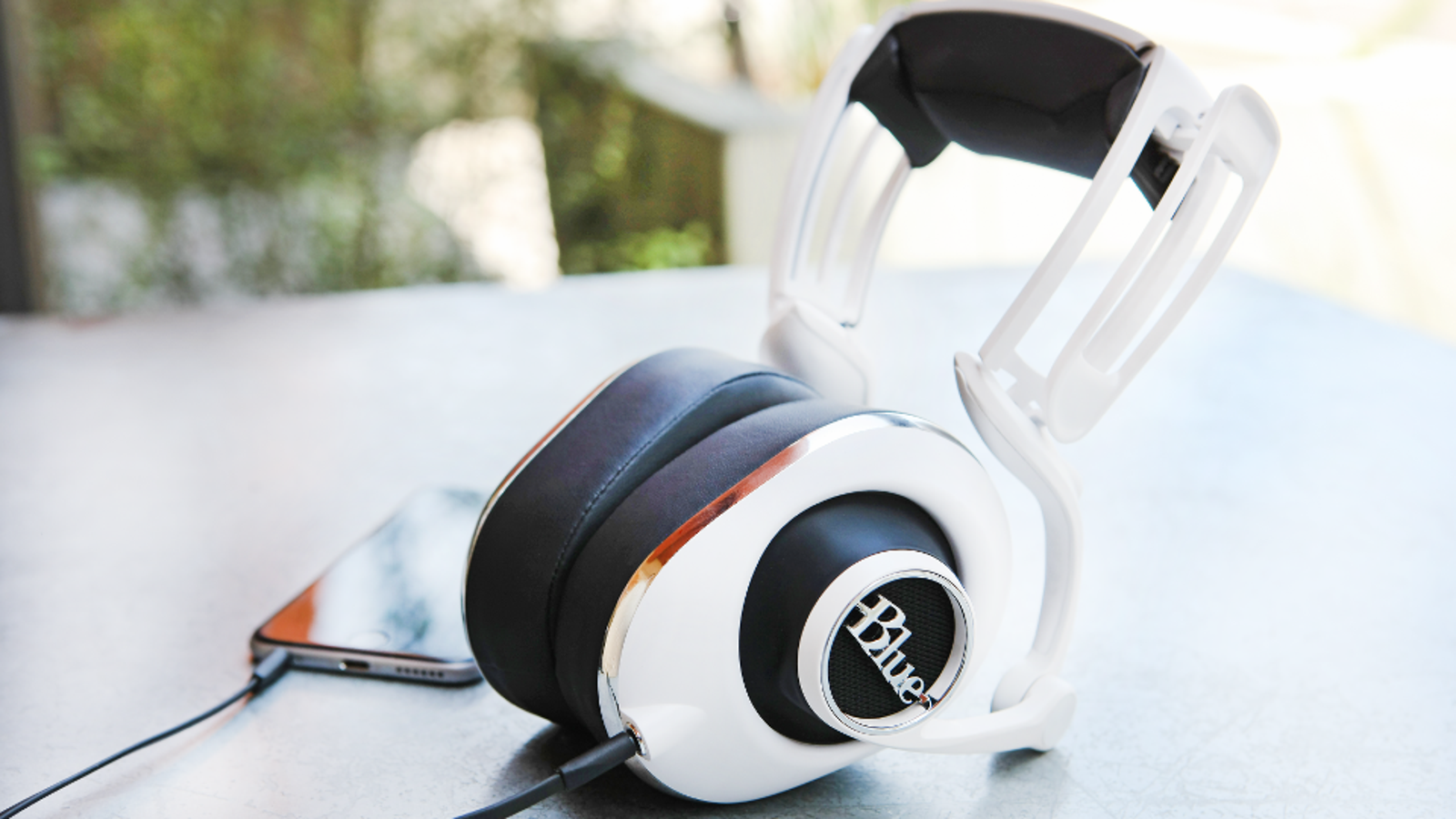 wireless headphones dual - Blue's Lola Headphones Are a More Practical Evolution of a Crazy Idea