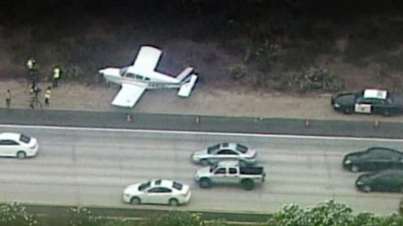 Illustration for article titled This Plane Ran Out Of Gas And Landed On A Southern California Freeway