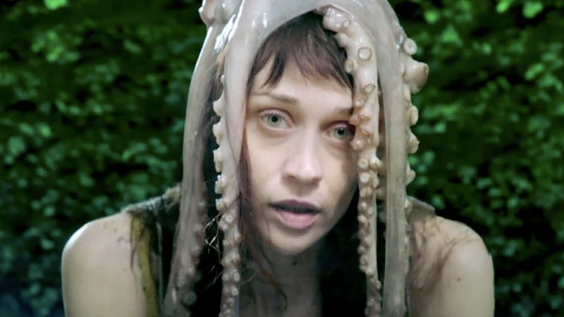 Illustration for article titled Fiona Apple, watch out: You've got a dead squid on your head!