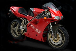 Illustration for article titled Ducati 916: The Superbike, Evolved