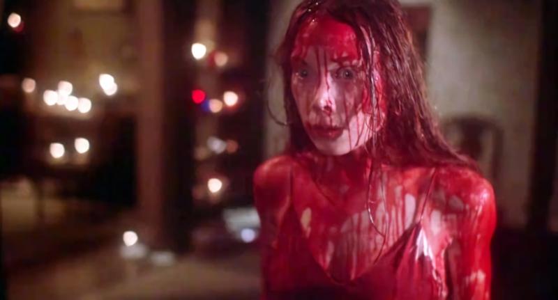 Carrie, un clásico de 1976, llenó a su protagonista de sangre.