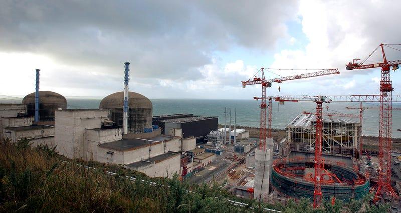 Reportan explosión en central nuclear en construcción en Francia