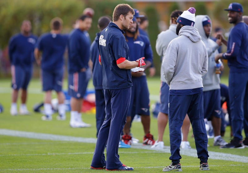 Illustration for article titled Tom Brady Rolled His Ankle But He's Good To Go