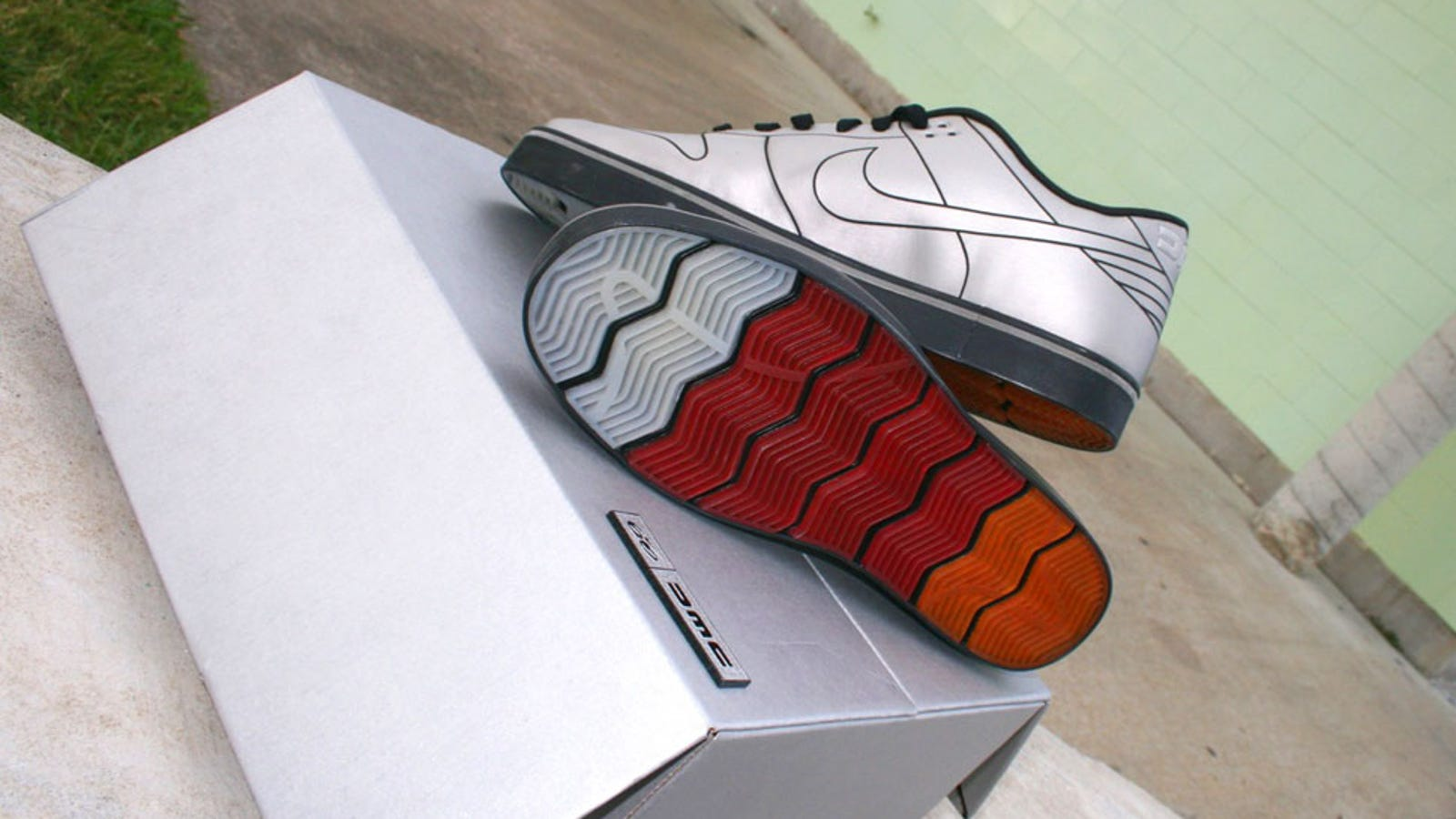 best sneakers 4a11b 02113 2010 DeLorean Nike Dunk 6.0  First Sprint