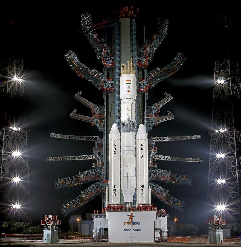 Illustration for article titled Sí, esta foto que circula en Internet del nuevo cohete indio es falsa