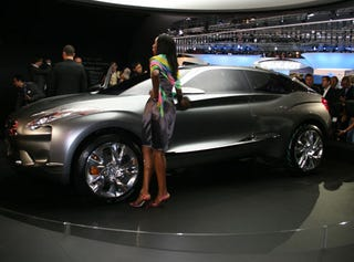 Illustration for article titled Citroen Hypnos: Yet Another Hybrid Crossover Concept Live From Paris