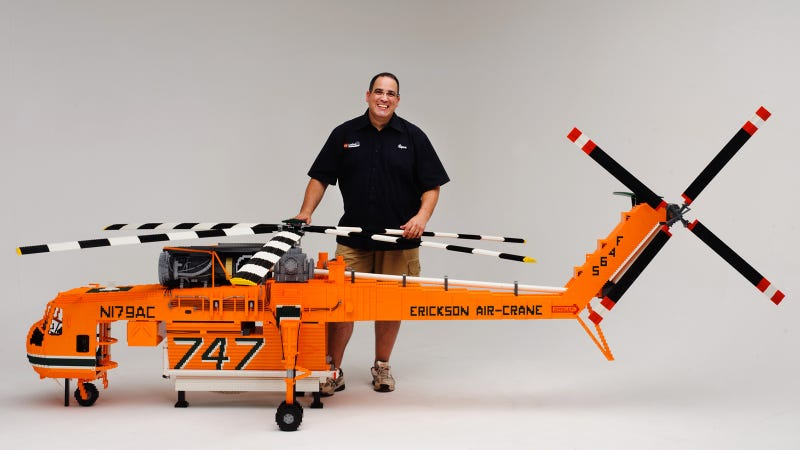 Illustration for article titled This Insane Lego Helicopter Is Made With 100,000 Pieces