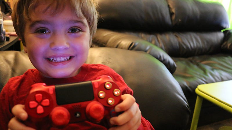 Illustration for article titled A Custom PlayStation 4 Controller Designed By A Five-Year-Old