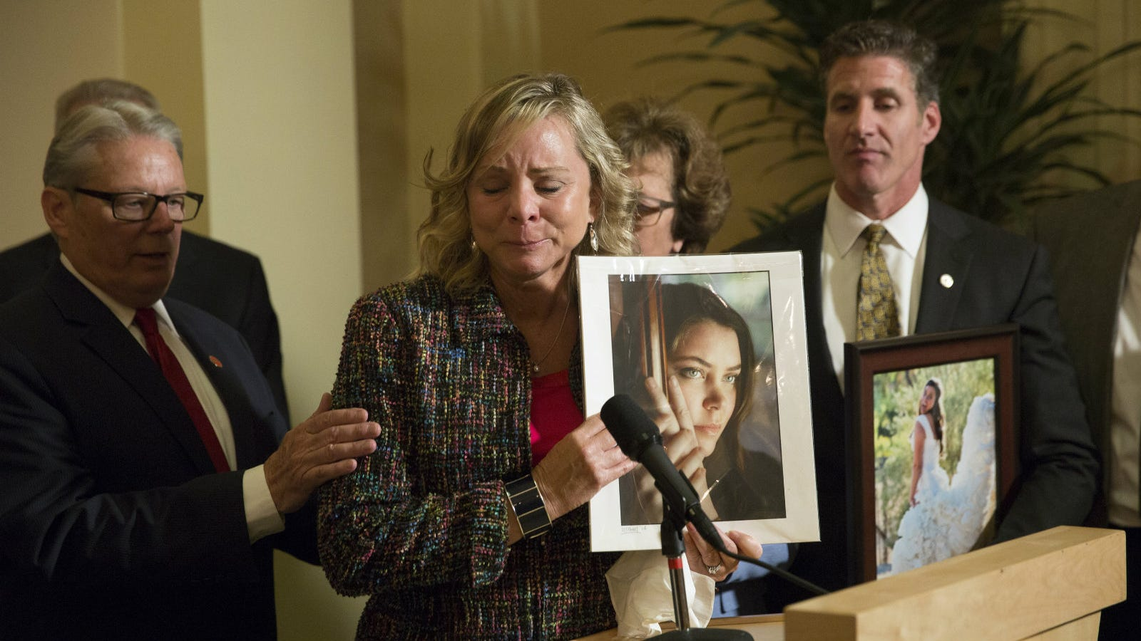 Brittany Maynards Husband Reflects on His Late Wife After the Right-to-Die Law She Fought For Finally Takes Effect foto