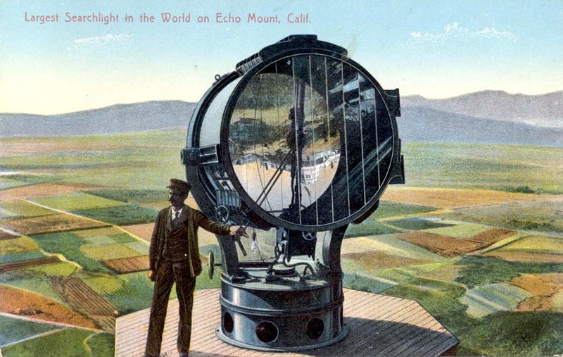Illustration for article titled This Giant Searchlight Once Scanned L.A. From the Mountains Above