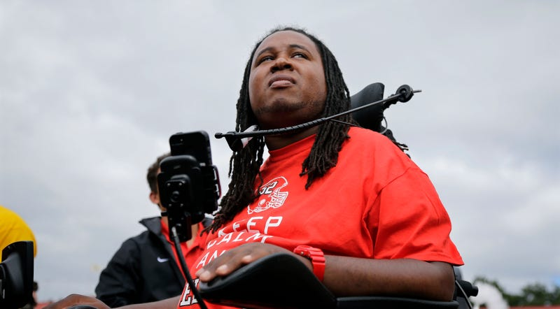 Illustration for article titled Rutgers Asks Eric LeGrand To Speak At Commencement, Rescinds Invite
