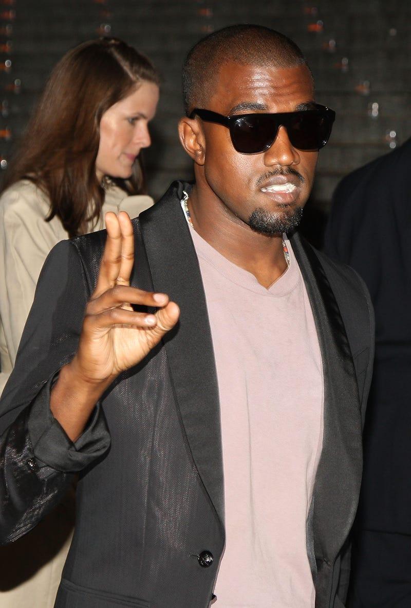 Illustration for article titled Video: Kanye West 'Heartless'
