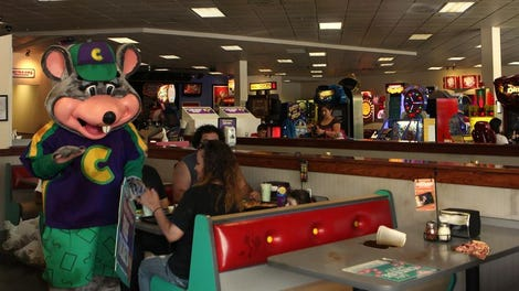 Chuck E Cheese S Pit Boss Tells Floor Attendant To Keep An Eye On