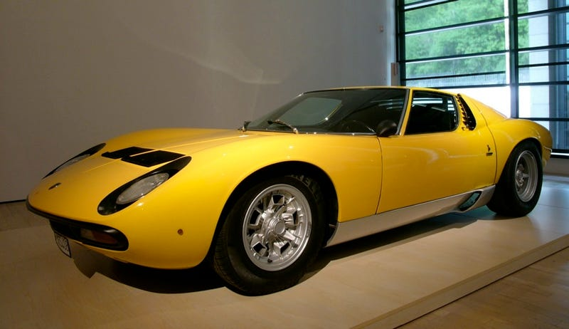 Illustration for article titled Deception in Sant'Agata: How the Lamborghini Miura Made Mid-Engined Layouts Look Good