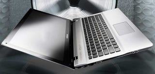 "Illustration for article titled Samsung's Self-Proclaimed ""Notebook Masterpiece"" Seems More Like ""MacBook Clone"""