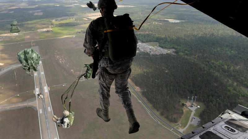 Illustration for article titled This Image of a Soldier Walking On Air Is Simply Awesome