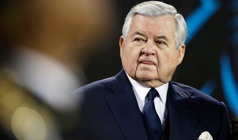 Illustration for article titled Ex-Panthers Employee Says Jerry Richardson Groped Her, Wrote Gross Notes About Wanting To Rub Her Feet