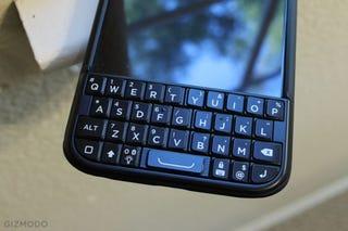 Illustration for article titled BlackBerry Settles Lawsuit Over Ryan Seacrest's Garbage Typo Keyboard