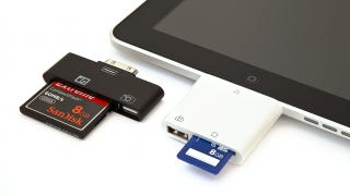 Illustration for article titled iPad CF and SD Card Readers Make Transferring Photos to iOS a Snap