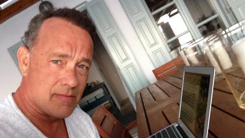 Illustration for article titled Tom Hanks Has Mastered the Selfie