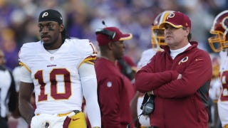 Illustration for article titled Jay Gruden May Lose His Job Unless He Makes Nice With Robert Griffin