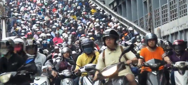 Illustration for article titled This All-Scooter Traffic Jam Is Unbelievably Huge