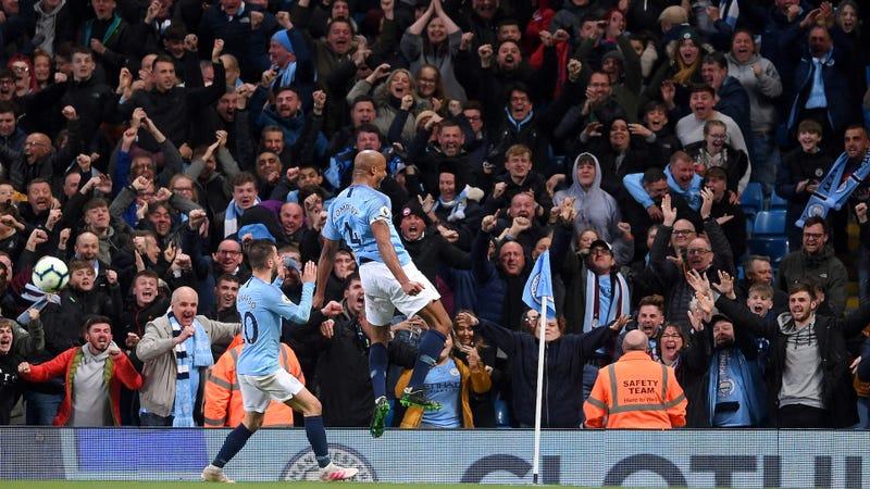 Vincent Kompany's Pile-Driver Goal Keeps Manchester City's