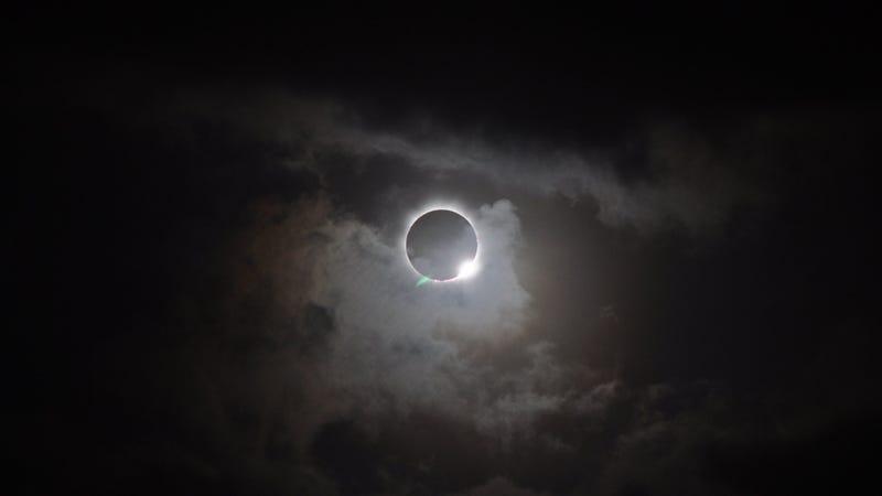 Corona solar visible en el Eclipse total de Sol del 13/11/2012 en Australia (NASA)