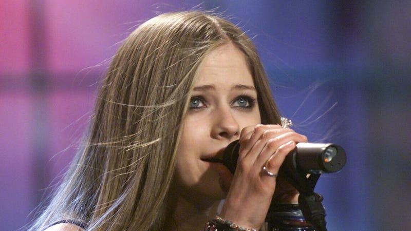 Illustration for article titled Insane genius crafts a secret, 500-plus-tweet tribute to Avril Lavigne