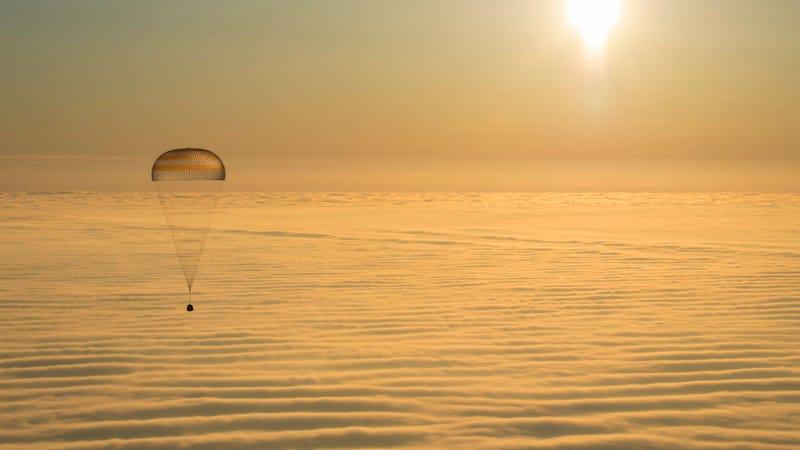 Expedition 45 lands in Kazakhstan (Image: NASA)