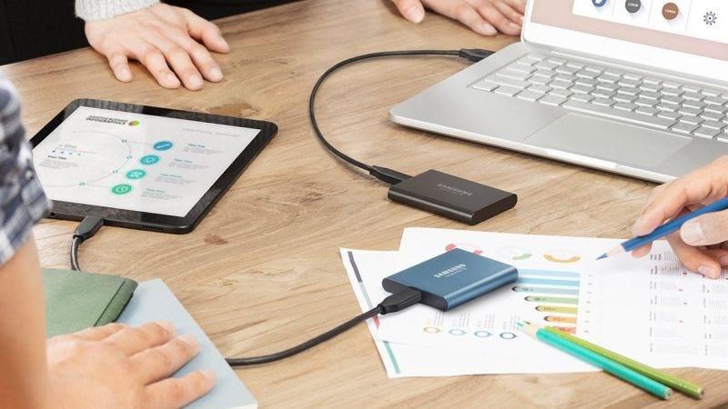 SSD portátil de Samsung con 500GB | $150 | AmazonGráfico: Shep McAllister