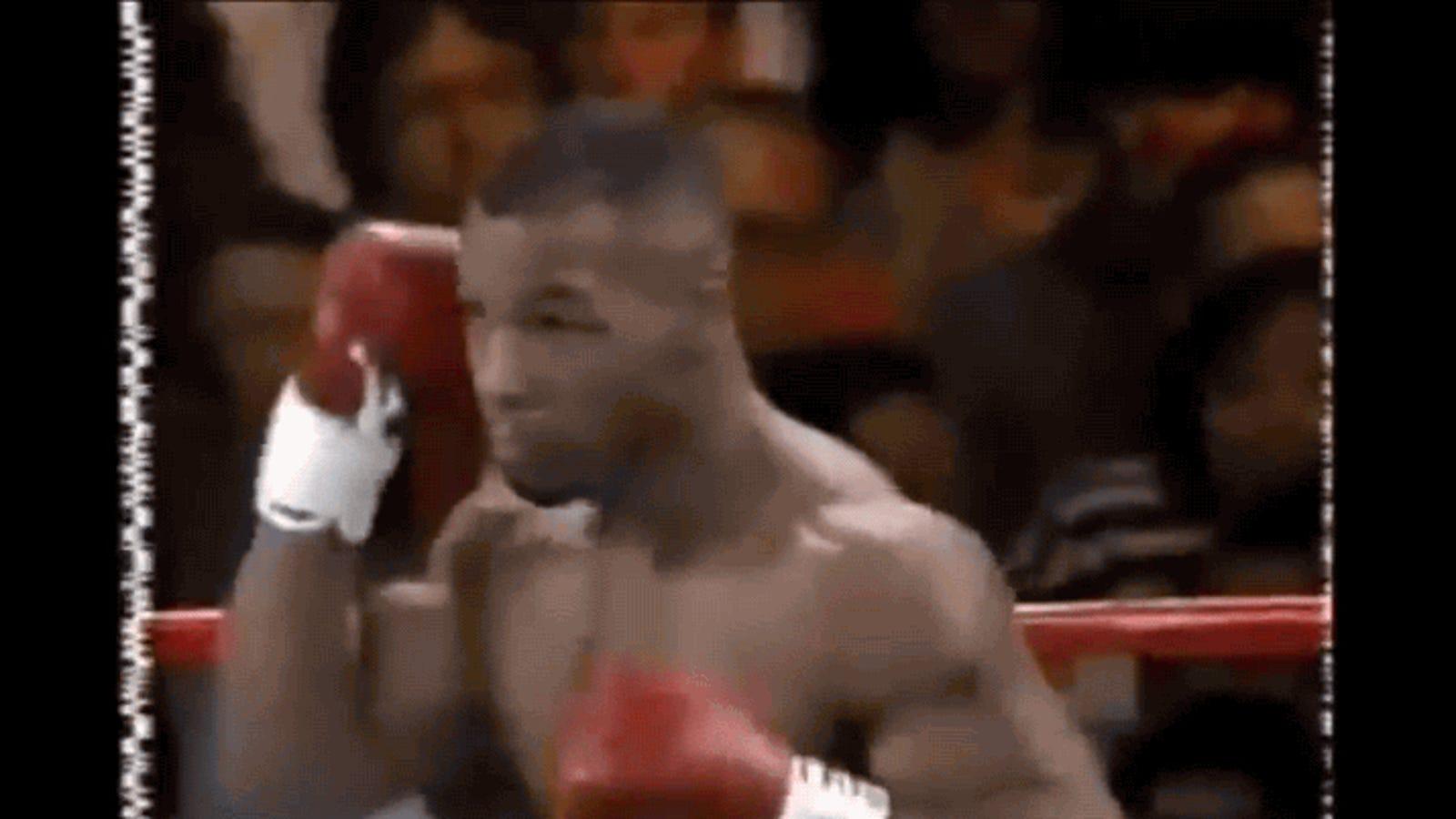 ¿Viajó en el tiempo el señor que aparece detrás de Mike Tyson en este vídeo de 1995?