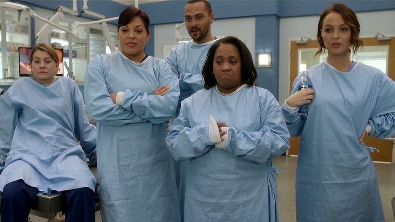 "Even the ""Dream Team"" can\'t save an overstuffed Grey\'s Anatomy"
