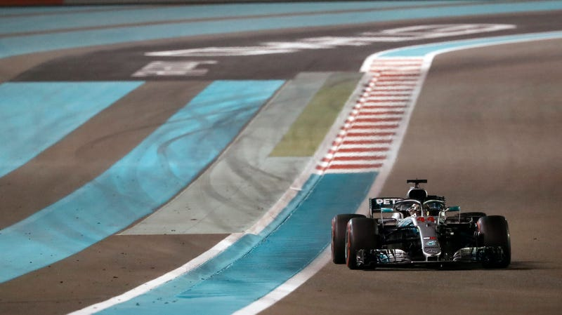 Illustration for article titled Lewis Hamilton Closes Championship Season With Dominant Victory In Abu Dhabi