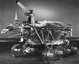 Illustration for article titled A long-vanished Soviet probe and a laser could overturn old theories about the Moon