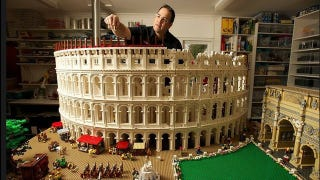 Illustration for article titled Massive 200,000-Piece Roman Colosseum Is the Most Impressive Lego Architecture Model I've Ever Seen