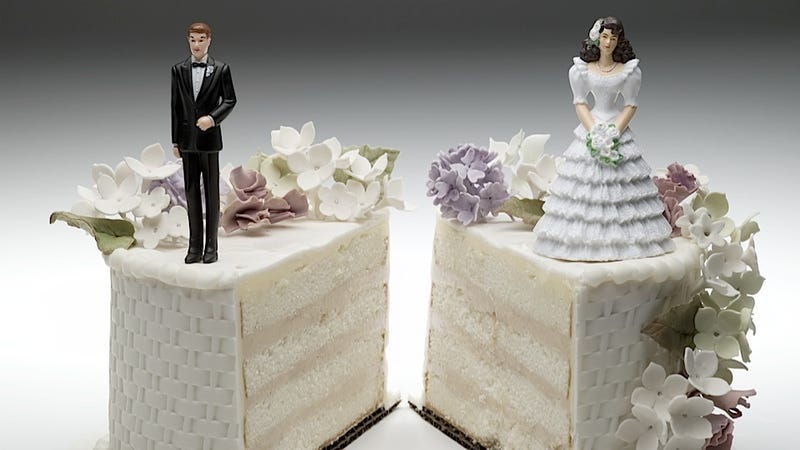 Illustration for article titled Wedding Expo Doesn't Even Make It Through Its Honeymoon Before Divorce Expo Begins
