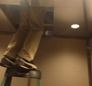 Illustration for article titled Two Diamondbacks Reporters Get Stuck In Fenway Park Elevator