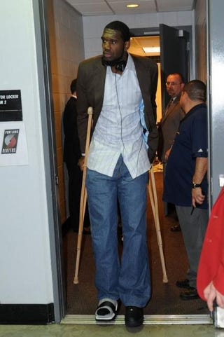 Illustration for article titled Greg Oden Undergoes Knee Surgery, Sun Rises In East