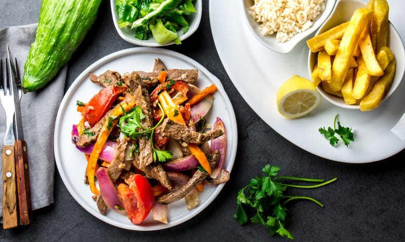 Illustration for article titled Chinese stir-fry arrived in Peru and gave the world lomo saltado