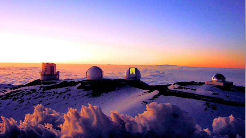 Observatories atop Mauna Kea. Image: Alan L / Flickr Creative Commons