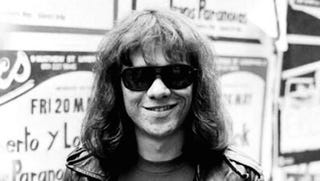 Illustration for article titled Meghalt Tommy Ramone, a Ramones magyar származású dobosa
