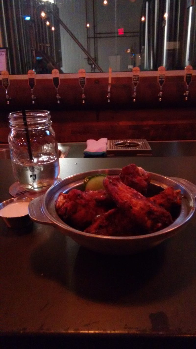 Illustration for article titled 11:00pm hot wings are the best.