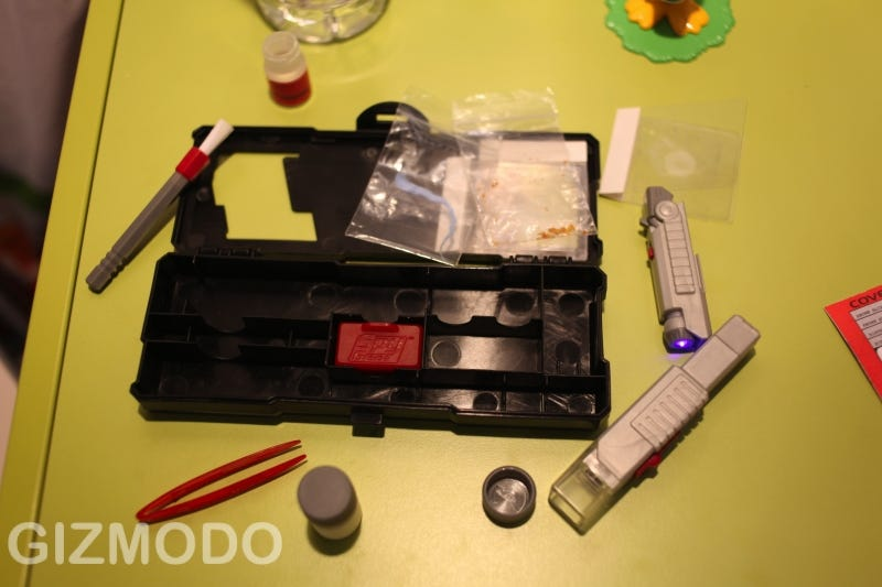 Illustration for article titled Wild Planet Pocket Forensics Kit Sorts Out Any Playroom Crime Scene