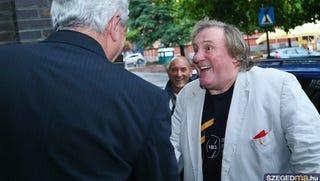 Illustration for article titled BRÉKING! Gérard Depardieu beszállt a szegedi Fidesz-kampányba