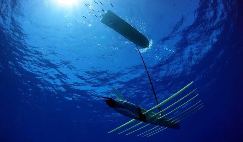 Illustration for article titled Este nuevo dron espía submarino obtiene su energía del sol y las olas